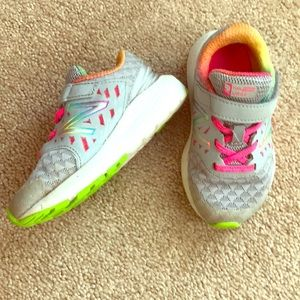 New Balance sz 8 Velcro fuel core tennis shoe